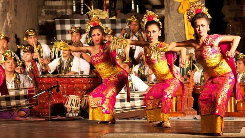 Tari Pendet (Bali)